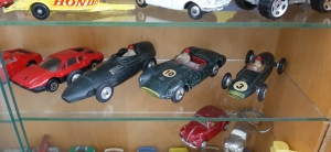 Consegui salvar os três ingleses de competição, que estão na minha coleção até hoje, mas aquele Jaguar não teve mais jeito